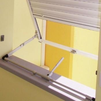 Telaio a sporgere in alluminio con leva centrale